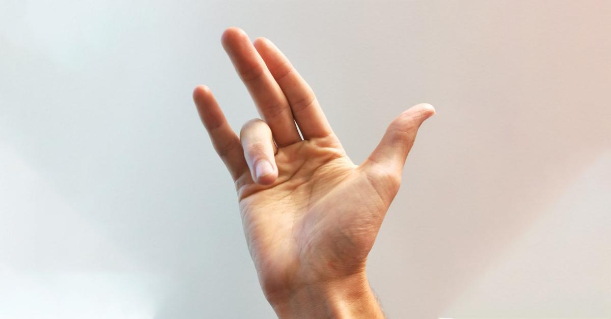 انگشت ماشه ای یا تریگر فینگر عارضه ای است که به علت التهاب تاندون